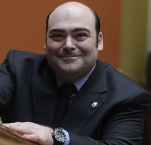 Agustín Iglesias Caunedo, candidato a la reelección como alcalde de Oviedo, responde a los lectores